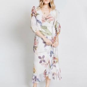 Søger denne kjole i 40,42! 😍
