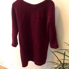 Smuk, lang uld-sweater fra Wood Wood i bordeaux. #blackfriday