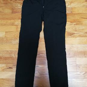 Helt nye sorte bukser. Brugt 1 gang. Fejlkøb da de er for små. Str. W28L30. Det er pæne bukser, som jakkesætsbukser. Nypris 1500. Pris er til forhandling