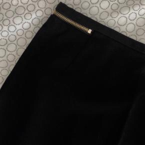 Sød nederdel med slids bagpå :)