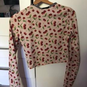 Plus porto Alt tøj vaskes, før det bliver sendt! Brand: New girl order