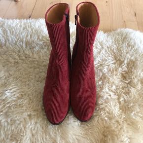 Rigtig flotte Won Hundred Støvler i rød fløjl! Har haft dem på en enkelt gang!  Ny pris: 1800