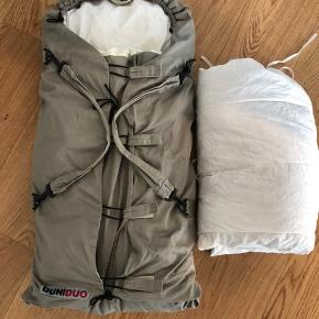 Lækker DUNIDUO voksipose med plade og ekstra vinterdyne så din baby holdes varm.  Brugt til et barn. Ingen pletter eller fejl.