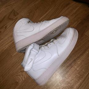 Nike Air Force US 10,5 (EU 44,5) men små i str. bruger normalt 43-43,5. Byd. Kan også hentes i Fredericia