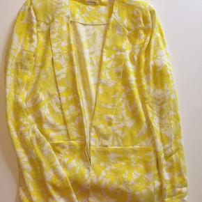 Easy blazer fra AV uden foer i viscose crepe med flot gult print