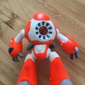 Robot, I-Que Robot Super sjov Robot som fjernstyres via IPad gratis app Robotten kan indstilles på dansk, svensk, norsk.  NP  399,00kr