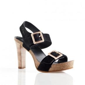 Brugt en enkelt gang.  Skønneste sandaler fra Penelope.   Nypris 1199,-