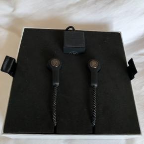 B&o H5 trådløse høretelefoner..  Brugt meget lidt, da jeg fik airpods i julegave... Alt medfølger bortset fra de skumpropper jeg har brugt...