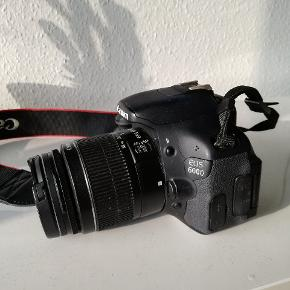 Canon eos 600d spejlreflekskamera. Købt i 2014, men blev desværre kun brugt et par måneder, og fejler absolut intet! Der medfølger praktisk kamerataske, to batterier samlet og oplader og selvfølgelig dækslet