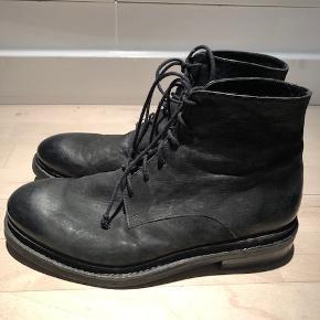 Lækre boots - næsten ikke brugt  Mindstepris 500 + porto( DAO) via Mobilepay