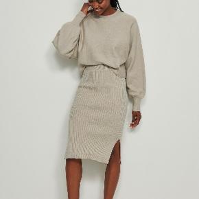 Na-kd anden kjole & nederdel