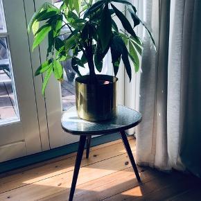Smukt blomsterbord fra 60 erne. H: 33.