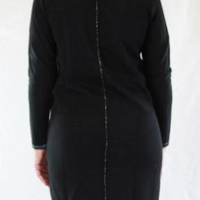 Frakke, uforet,  med 2 vejs lynlås i 50%uld og 50%dralon. God varm. Brystvidde 124, længde 97 Brugt ca. x 3, er helt som ny. Købt sidste år for 2000 kr.