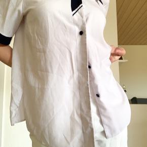 I super fin stand og klar til mere brug. Vintage/retro skjorte.