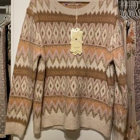 Azaka sweater