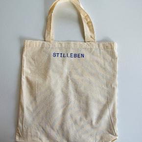 Helt nyt net / mulepose fra Stilleben af bomuld. Måler 39 x 41 cm. Sælges for 50 kr. inkl. porto (ved MobilePay og sendt som brev med Post Nord) Indkøbstaske Shopper  #30dayssellout