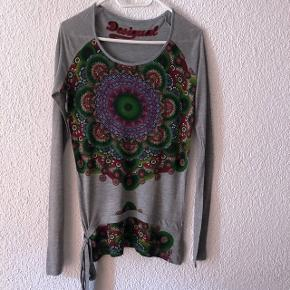 Pull léger Desigual taille M