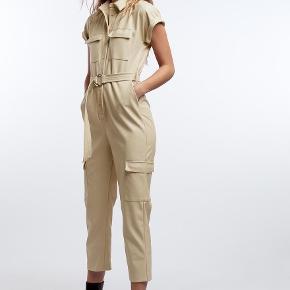 Gina Tricot buksedragt