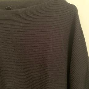 Super blød trøje i ribbet strik - fejler intet.