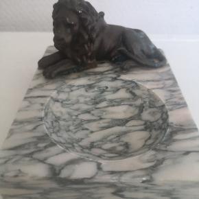 Marmor sæbe holder med løve figur