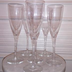 6 flotte champagneglas i krystal til, når der rigtigt skal fejres