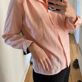 Super fin bluse med detaljer købt i Vintage butik.