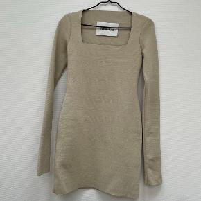 Nanushka kjole