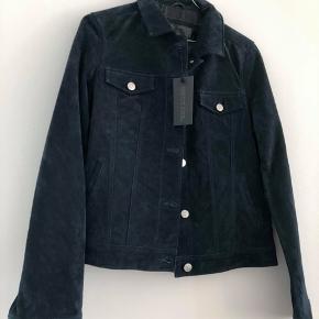 Ubrugt Meotine ruskinds jakke, stadig med mærke.  Str. M, normal i størrelsen.  Np. 1500kr. Pris: 850kr inkl. forsendelse.
