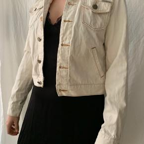 Short off-white Calvin Klein denim jacket. Shown on size M but will fit better XS-S for a bit oversized look :)