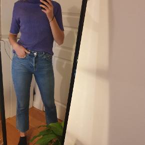 Gina tricot jeans, str. 36. Sidder utroligt godt. Modellen på billedet er ca. 166 høj. Byd gerne og spørg for flere billeder?