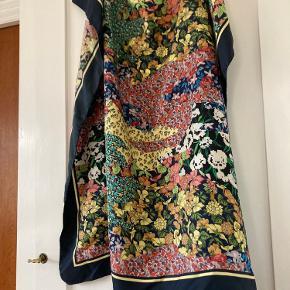 Smukkeste silketørklæde, kommer i original indpakning  Bytter ikke