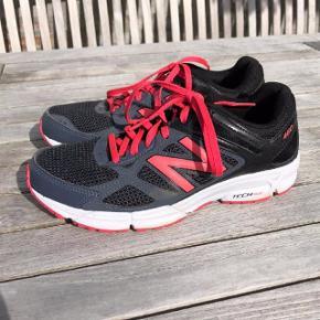 Træningssko i sort med pink. Oprindelig købspris: 800 kr.  Super fede sko fra New Balance Tech Ride 460. Er kun brugt få gange.  Pris: 150 pp