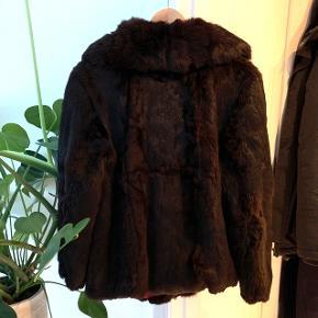 Pels, købt i vintage butik i Paris. Den er slidt men flot og fungerer udemærket👌