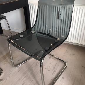 TOBIAS stol fra Ikea i grå. Fejler intet, kan afhentes på Trøjborg i Aarhus 8200. (Obs: kun én stol)