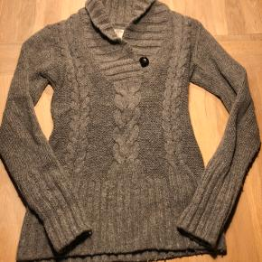 Dejlig varm trøje str s, indeholder lidt uld