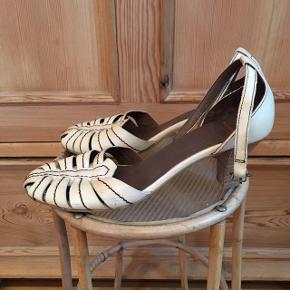 Beige / cremefarvet højhælede / heels / stiletter fra Wonders i størrelse 38.  #30dayssellout