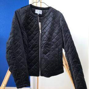 Flot kort jakke i sort velour. Aldrig brugt.    #30dayssellout