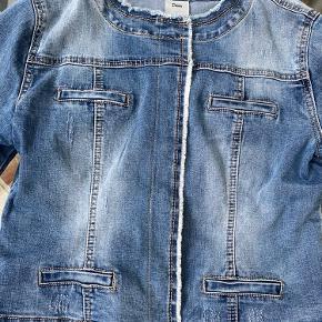 Denim jakke - brugt få gange