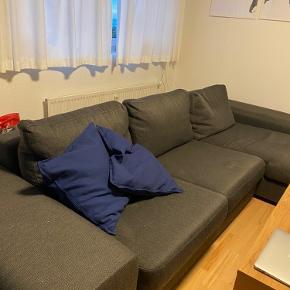 Stor flyder sofa sælges grundet pladsmangel.  Det er den helt perfekte flyder sofa  Den er cirka 3 meter bred