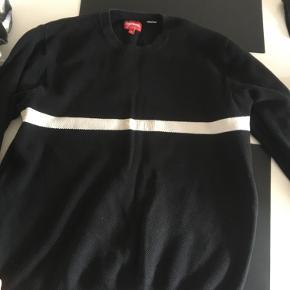 En super fin trøje fra Supreme i god stand - nypris er 900 kr. byd endelig gerne