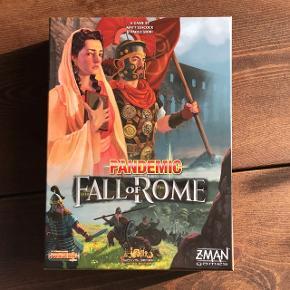 Pandemic - Fall of Rome (brætspil) sælges. Vi vandt det i Bingo på Bastard Café, men spillet falder ikke lige i vores smag. Det er aldrig spillet og der følger spilleregler med på engelsk. Pris på nettet er 329,-