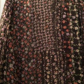 Helt Ny smuk kjole fra Eva Go Diva. Pris i butikken 1299,- Svarer til 38/40