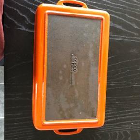 Jeg sælger dette  støbejerns fad fra copco i  den fedeste orange farve. Mp er 70kr