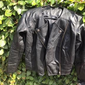Sofie schnoor kunst læder jakke str 14 år brugt 2-3 gange