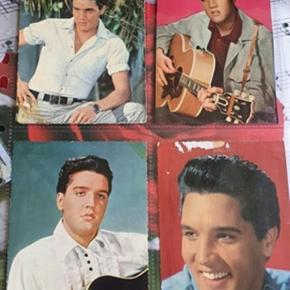 Elvis samling   Samle billeder fra retro blade og 4 gamle postkort   OBS små kort/ billeder er solgt  Elvis / fan / postkort /retro / billeder   Det er med brugs tegn og postkort er slidt