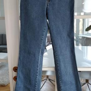 Flotte jeans, aldrig brugt str 30 slim fit,stoffet kan giver sig. taljen-78 længden-113 Mp.500