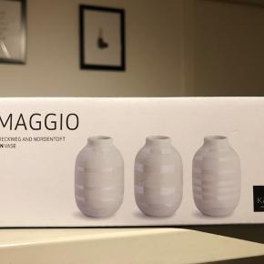 Uåbnet. 3 stk miniature vaser.