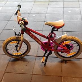 Cube pige cykel 16 tommer. Svarer til 5-6 år ca. Nærmere information kontakt 22927612.