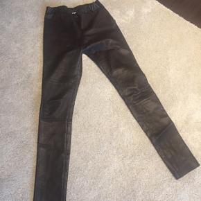Hallum brune skind (lammeskind) leggins, ikke brugt da de var for små til mig, førpris 1999,-
