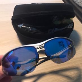 Flotte sportssolbriller fra BBB Gode til cykling og løb Brilleæske og ekstra glas medfølger Gule glas gode til gråvejr Gennemsigtige er gode til regnvejr  De alminde solbrilleglas sidder i, de andre har aldrig været taget i brug